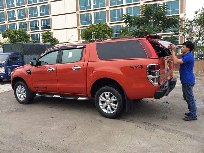 lắp đặt nắp thùng xe bán tải ford ranger