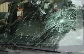 Sự cố vỡ kính xe ô tô