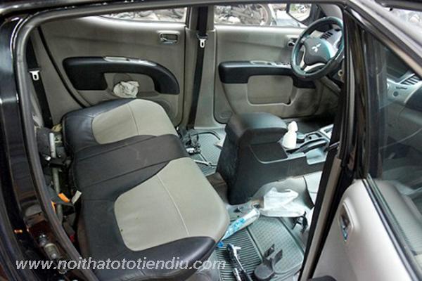 tháo nội thất xe Triton tiến hành bọc ghế