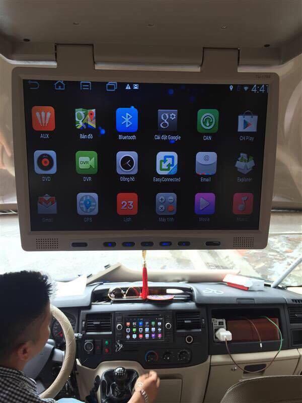 lắp màn hình ốp trần xe ô tô