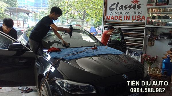 dán phim cách nhiệt kính lái xe BMW