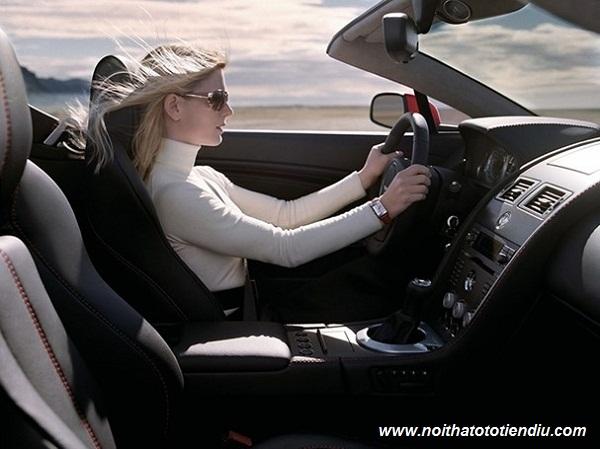 tư thế ngồi lái xe đúng