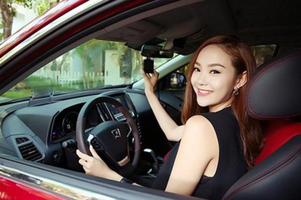 tư thế ngồi lái xe chuẩn