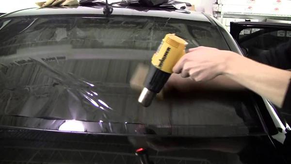 dán phim cách nhiệt tối màu cho ô tô