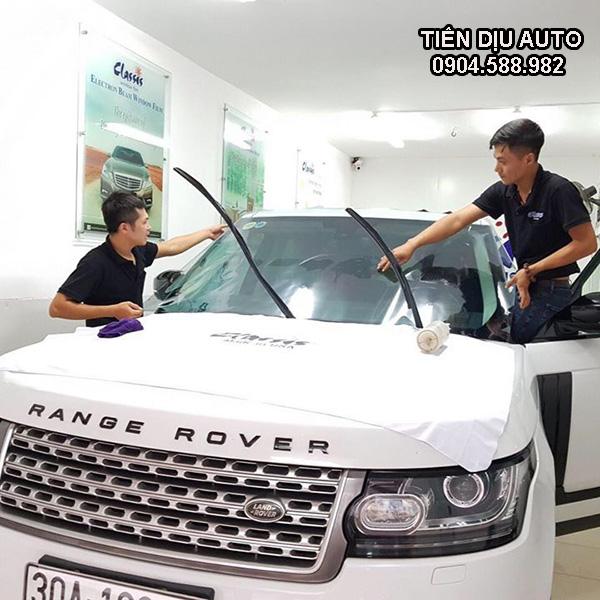 Dán phim cách nhiệt kính lái Range Rover