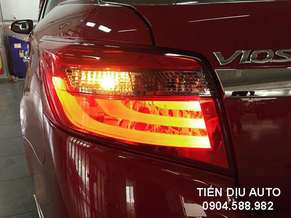 Độ đèn hậu xe Toyota Vios