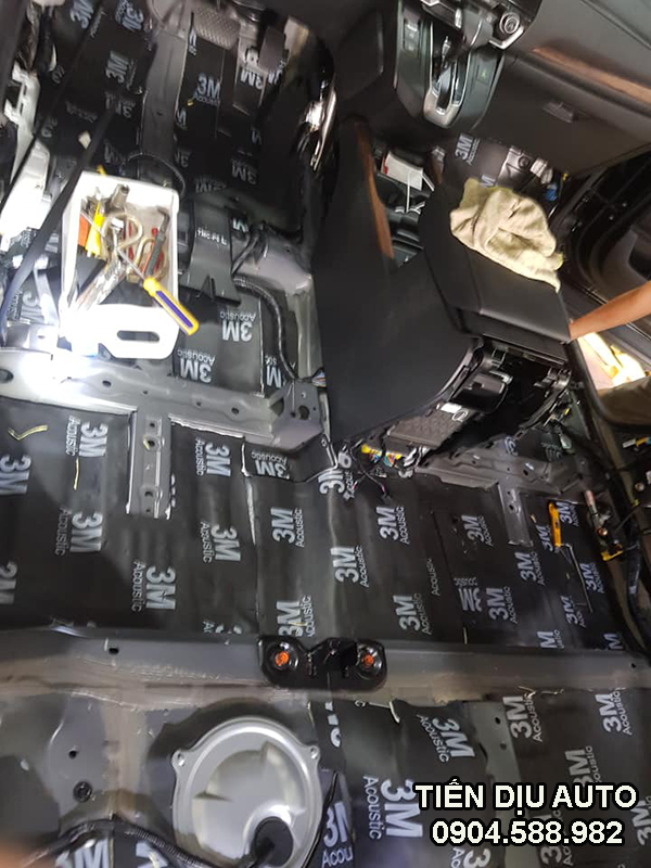 chống ồn xe Honda CRV bằng vật liệu 3M