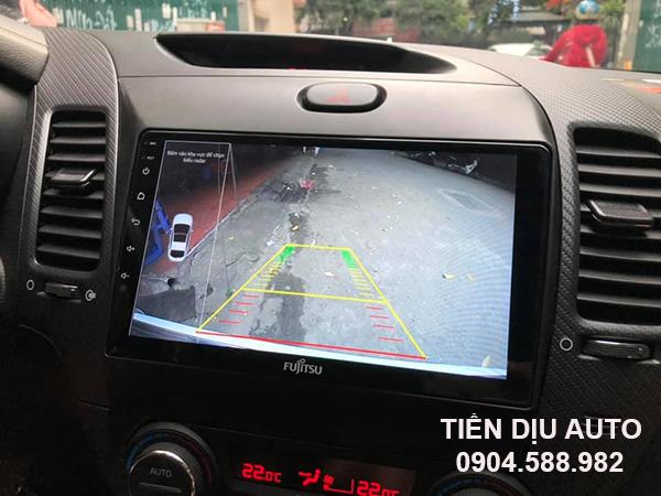 camera lùi trên màn hình ô tô