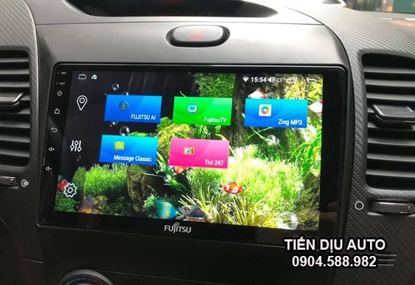 màn hình ô tô ra lệnh giọng nói